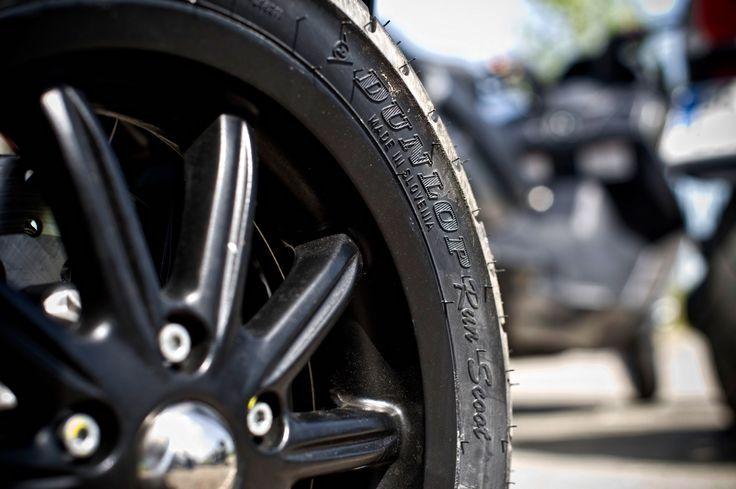 """La amplia gama ScootSmart abarca todas las aplicaciones radiales o diagonales para todo tipo de scooters, desde los clásicos de 50 cc y los modelos de 125 cc hasta los de rueda grande (16""""), los de tres ruedas y las máquinas de alto rendimiento"""