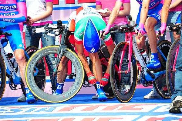 Italian time trial champion Adriano Malori makes some last-minute adjustment, leaning over his Wilier Twin Foil shod with Fulcrum Racing XLR wheels.