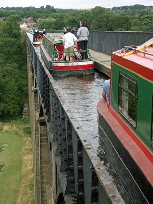 Wales Travel Inspiration - NARROWBOATS ON LLANGOLLEN CANAL CROSSING THE PONTCYSYLLTE AQUEDUCT