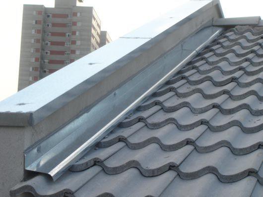 agua furtada telhado calha juncao laje infiltracao extensao sobrado geminado - Rufo (rufo interno)