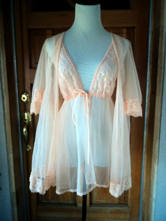 Vintage 70s Baby Doll Nighty Short Peignoir by caligodessvintage