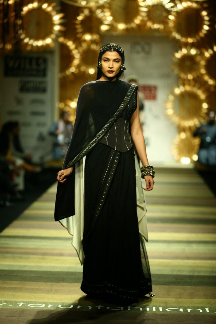 Tarun Tahiliani Show Wills Lifestyle Intia muotiviikoilla 2014 - Vega Muoti äiti