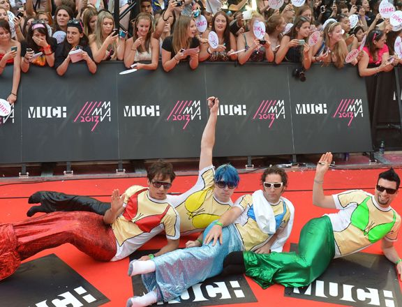 How can one simply not love the men of Marianas Trench? They're freaking Mermen on the MMVA red carpet.