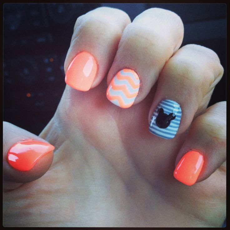 Mickey Mouse Disney nails