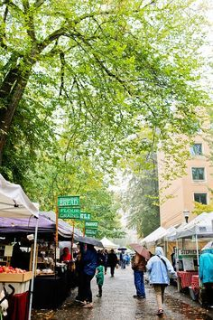 Portland Farmers Market (+ 25 Free Things to Do in Portland Oregon) // http://localadventurer.com