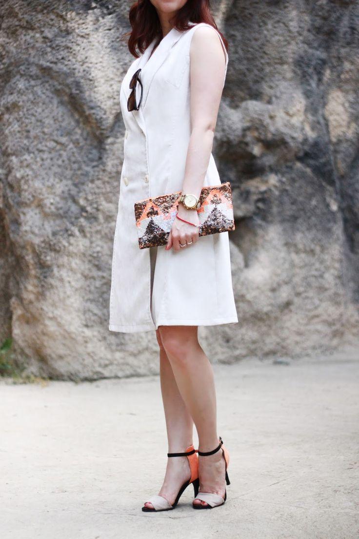 Sleeveless blazer, white vest, summer look