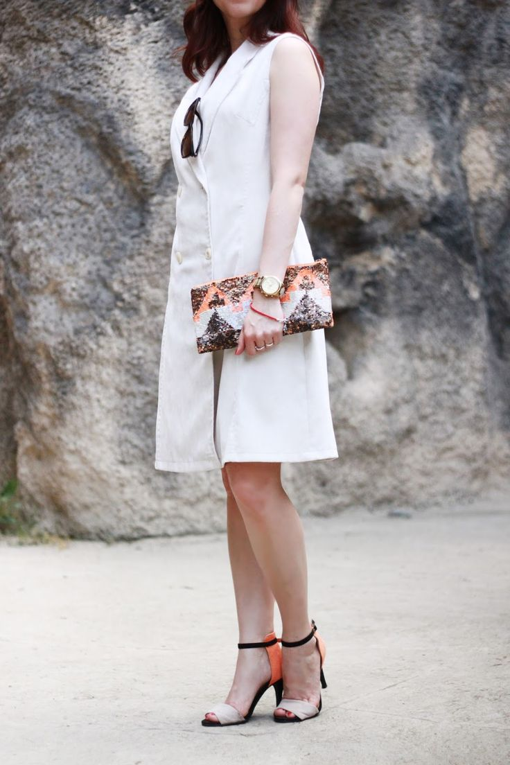 Sleeveless blazer, white vest, summer look