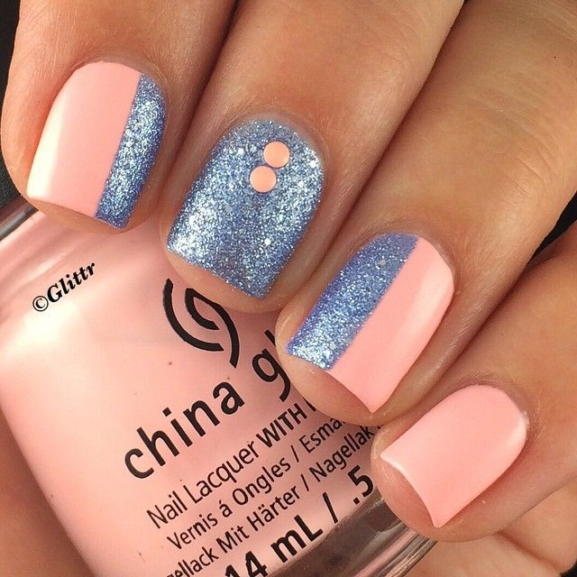 The original post says the glitter is a no name textured JulieG but I think that might be Blueberry Fizz from the limited edition Frosted Gum Drops Collection. Such a pretty combo. <3