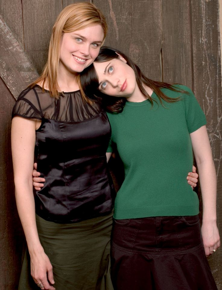 Emily Deschanel and Zooey Deschanel's Sweetest Sister Moments - 2004 from InStyle.com