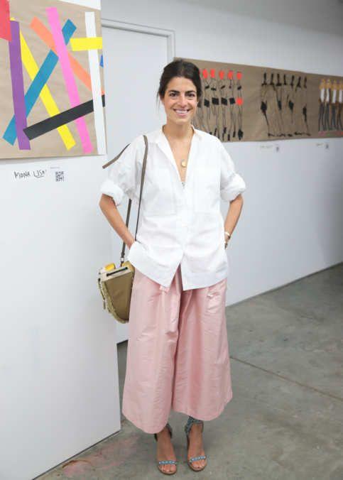 Blusa blanca larga y pantalones piratas rosas. Gran combo! Gracias Leandra