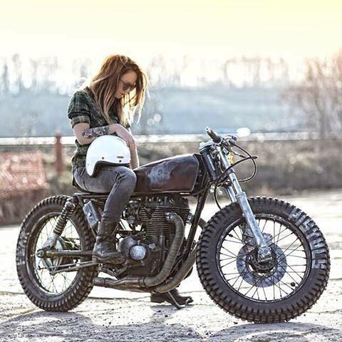 Biker girl ❤️ Women Riding Motorcycles ❤️ Girls on Bikes ❤️ Biker Babes ❤️ Lady Riders ❤️ Girls who ride rock ❤️