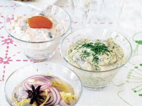 Recept på krämig senapssill. Till midsommar är vi många som inte vill vara utan senapssillen.