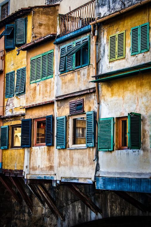 Ponte vecchio , #florence , #italy. #beautifulcity #details #colorful .