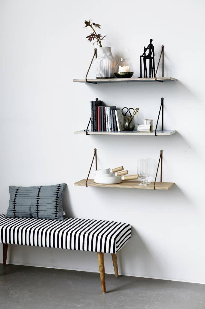 De Apart wandplank van Housedoctor is prachtig om te zien. Gebruik de plank in de keuken met een aantal voorraad potten er op, of juist gaaf als nachtkastje of