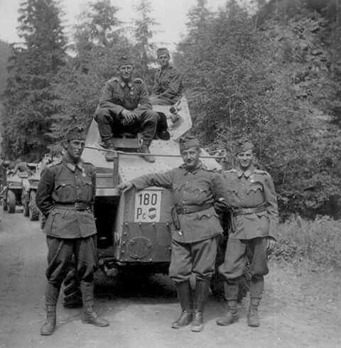 Csaba armoured car crew