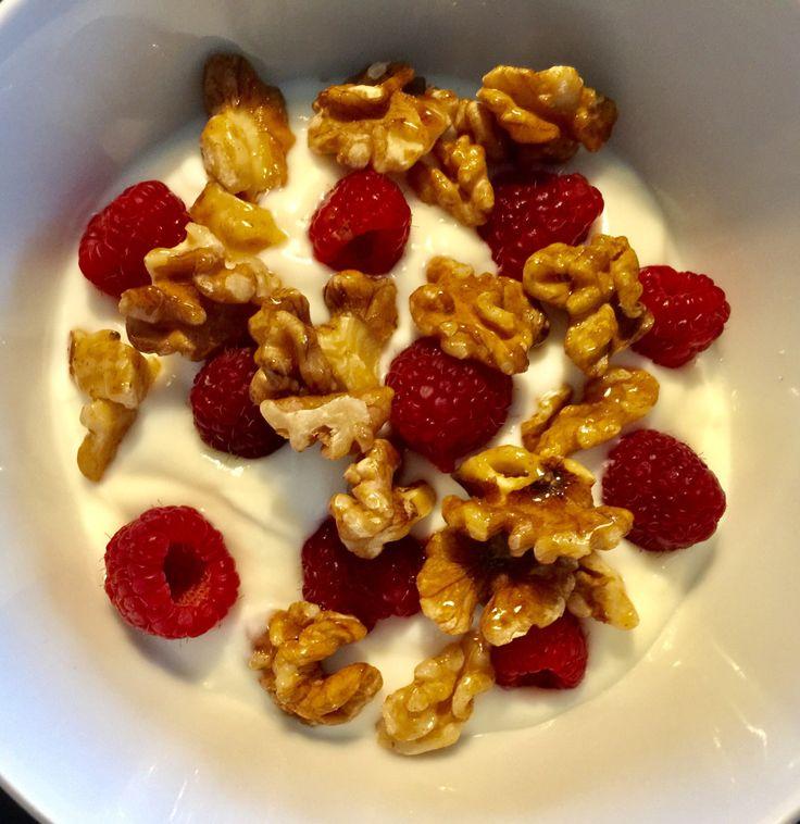 Yoghurt met honing-kaneelwalnoten