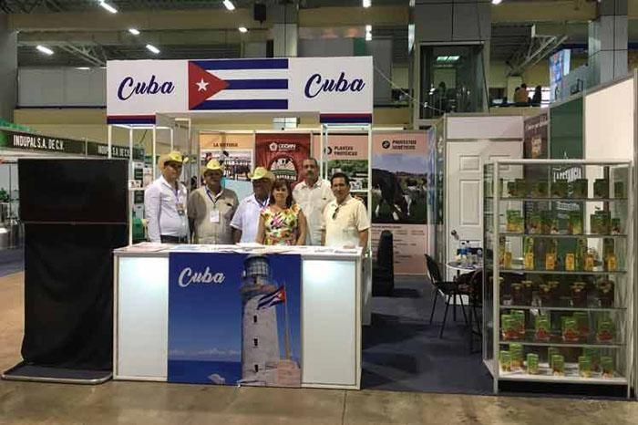 Agro-Expo2017 implementó políticas públicas para las cosechas y productores AgroExpo-2017, la mayor feria agropecuaria de El Salvador, propone hoy a sus visitantes acercarse a la experiencia cubana en la implementación de políticas públicas que incidan en las cosechas y los productores  http://wp.me/p6HjOv-3C7 ConstruyenPais.com