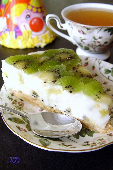 У моего любимого М. был День варенья, я была в положении и готовить что то грандиозное не было сил, поэтому было решено сделать простой, не требующий выпечки торт.…