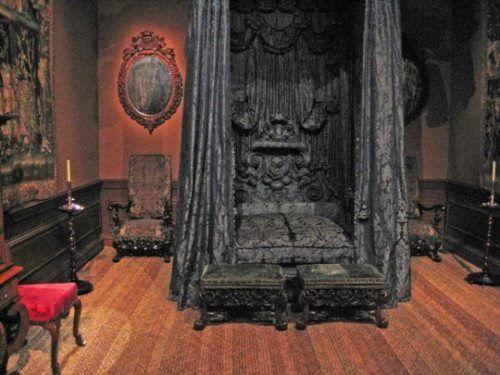 Goth Bedrooms – Gothic Bedrooms