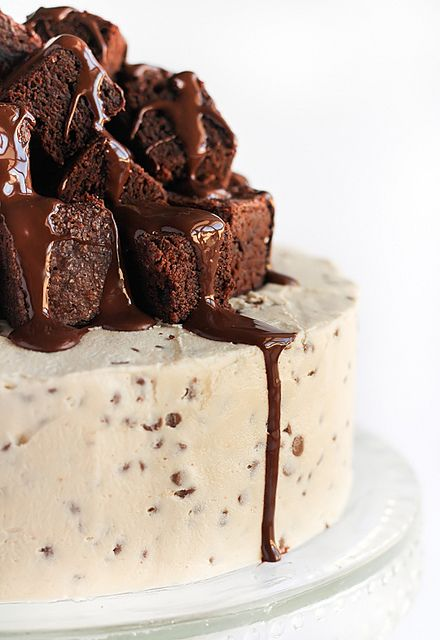 Fudge Brownie & Cookie Dough Cake by raspberri cupcakes