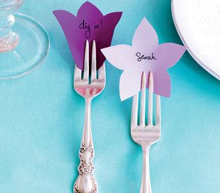 What a cute and easy way to do pretty and inexpensive place cards. I think this would be a great addition to a bridal shower I am hosting this summer! Pretty place cards for a Mother's Day table setting #indigo#perfectsummer