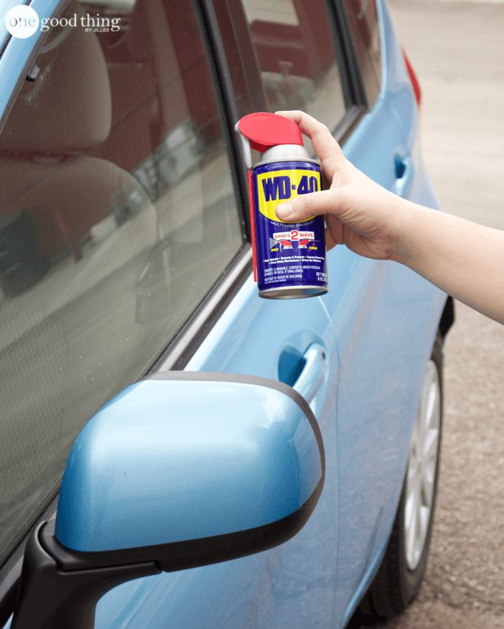 Repel Snow & Ice A thin layer of WD-40 on your car windows during the winter can keep snow and ice from sticking to them overnight. Spray a small amount on to the window, and spread it over the window with a clean, dry cloth.