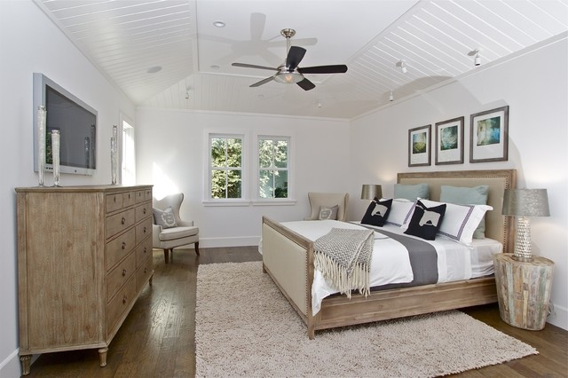 Soft textured wood in classic bedroom http://www.houzz.com/photos/2207538/Contemporary-Farmhouse-traditional-bedroom-san-francisco