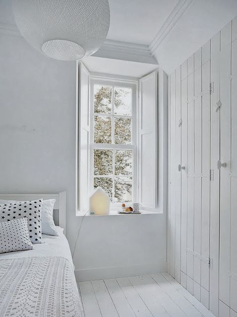 A beautiful Dutch stylists home ready for Christmas So peaceful, simple Closets Doors, Decor Bedrooms, Bedrooms Design, Interiors, Beds Room, Design Bedrooms, White Bedrooms, Windows Shutters, Bedrooms Decor
