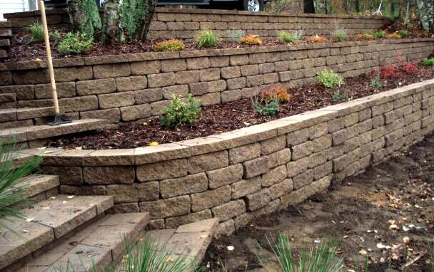 005 Retaining Wall Beds w/ Steps