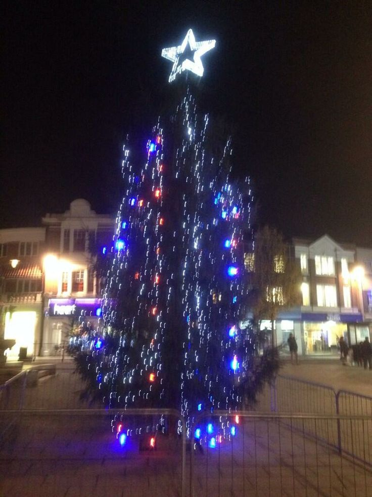 Enfield Town Christmas Tree  Photo by: @RudlingMark