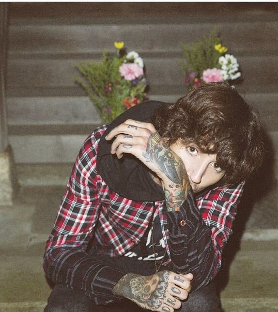 But Look At His Curly Hair And His Eyes I M Screaming Hot Oliver Sykes Bring Me The Horizon Oli Sykes
