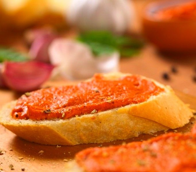Pasta z wędzonej makreli to absolutnie najszybszy, najprostszy i kto wie, czy nie najsmaczniejszy przepis na pastę kanapkową z wędzonej makreli.