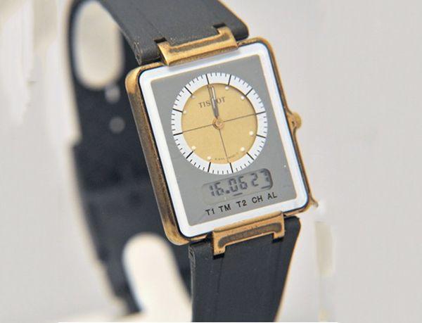 Đồng Hồ Tissot TWOTIMER Đòn Đáp Trả Mạnh Mẽ Của Thương Hiệu Thụy Sỹ  Năm 1970, trước sự sụp đổ hàng loạt của những thương hiệu đồng hồ Thụy Sỹ do sự lấn át không khoan nhượng của những chiếc đồng hồ quartz Nhật Bản, những thương hiệu Thụy Sỹ còn lại đặt ra mục tiêu chủ chốt là phải tìm ra lối thoát cho tình hình nguy cấp lúc bấy giờ, và thương hiệu Tissot với phiên bản Tissot TWOTIMER được xem là một trong những phen lật ngược thế cờ đầy ngoạn mục.