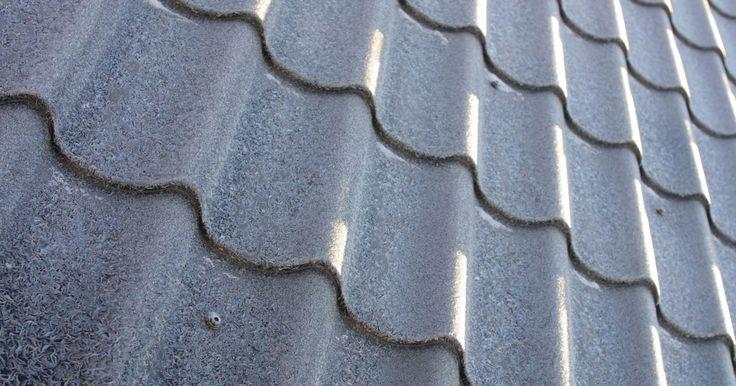 Techos metálicos vs. sustitución de teja. Las tejas para techos vienen en una variedad de tipos, texturas, estilos y colores. Algunas requieren más mantenimiento que otros, y algunas duran más. Cuando las tejas deben ser reemplazadas, los propietarios de casas pueden ser capaces de reparar las tejas dañadas o puede tener que reemplazar todo el techo. Una opción para reemplazar todas las ...