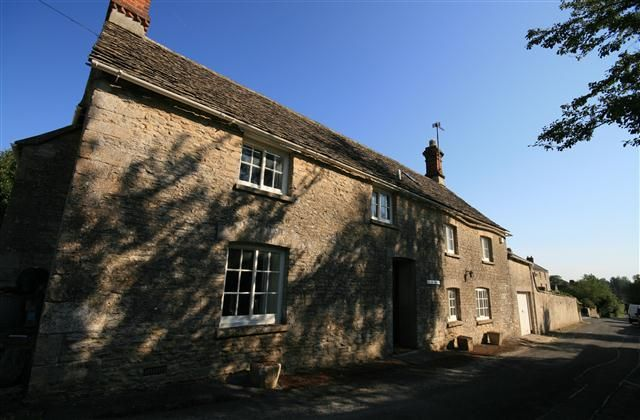 3 Bedroom Cottage in Cirencester to rent from £737 pw. With TV and DVD.