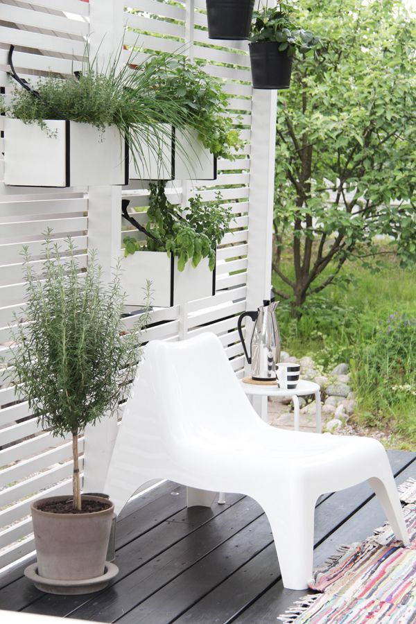 ♥contemporary deck with white vertical garden
