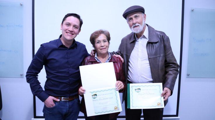 Presidente Doctor Solución Colombia, Entregando Diplomas de capacitación a Franquiciados #Emprendedores goo.gl/6kmH03