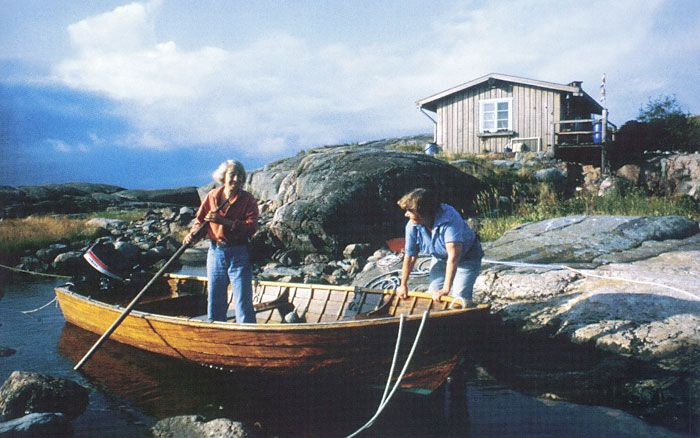 The small ascetic island of Klovharu lies off the coast of Porvoo in the Pellinki archipelago. This rocky islet in the Gulf of Finland was home to Tove Jansson and Tuulikki Pietilä for almost thirty years. http://www.moomin.com/tove/eng/saari.html