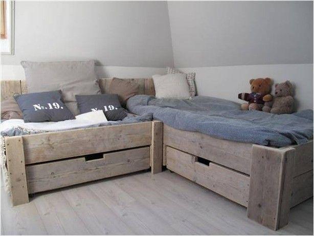 Mooi bed, voor in de slaapkamer van de kids!  Vol heerlijke kussens, een echt lounge hoekje!