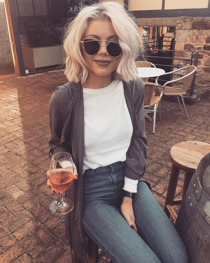 "2,901 mentions J'aime, 41 commentaires - Laura Jade Stone (@laurajadestone) sur Instagram : ""Cheeky Saturday arvo wines """