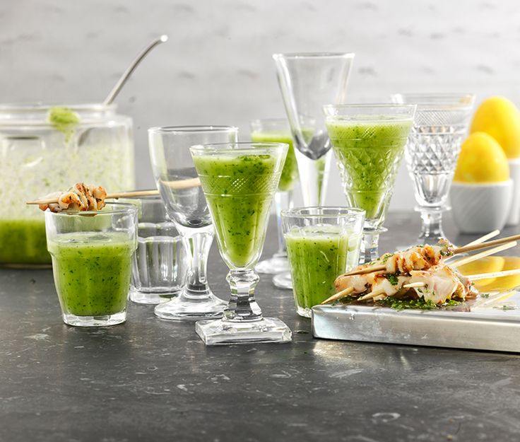 Gurka- och avokadosoppa med gräslöksolja | Recept ICA.se