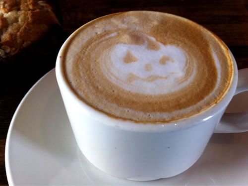 {cute jack-o-latte, I want one!}Healthy Food Recipe, Pumpkin Spice Latte, Pumpkin Latte, Expressed, Coffee, Coffe Drinks, Halloween Treats, Pumpkin Spices Latte, Pumpkin Pies