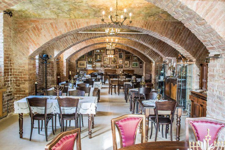 Kan het nog traditioneler? Ga een hapje eten bij #Stern, een #Joods restaurant uit 1888(!) Proef hier typerende #gerechten als gevuld rundvlees met rijst of #Sjalet.