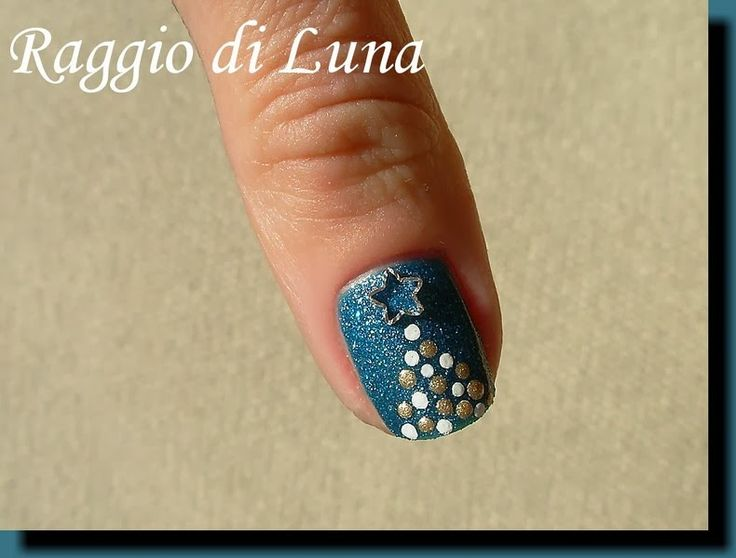 Raggio di Luna Nails: Dotty Christmas tree on teal green