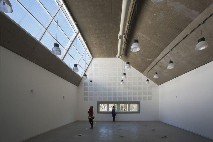 Galería de Escuela de Ingeniería Civil y Auditorio CUR / Gerardo Caballero…