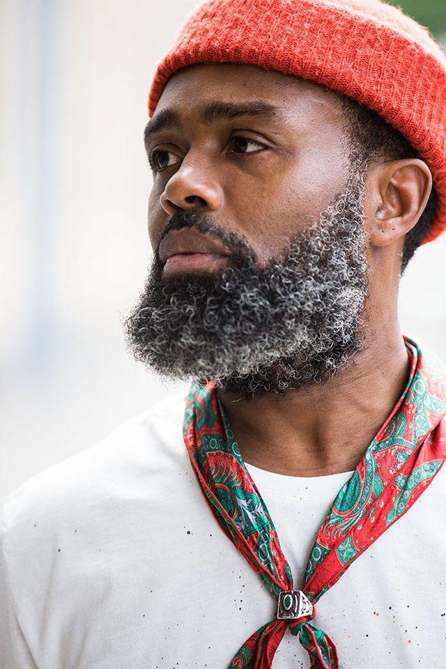 Découvrez les meilleurs looks de rue pris sur le vif par Jonathan Daniel Pryce à la sortie des défilés homme printemps-été 2016 à Milan.