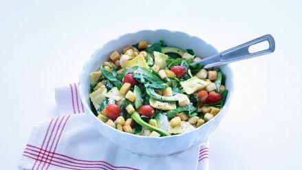 Spinaziesalade met pasta en avocado - Recept - Allerhande - Albert Heijn