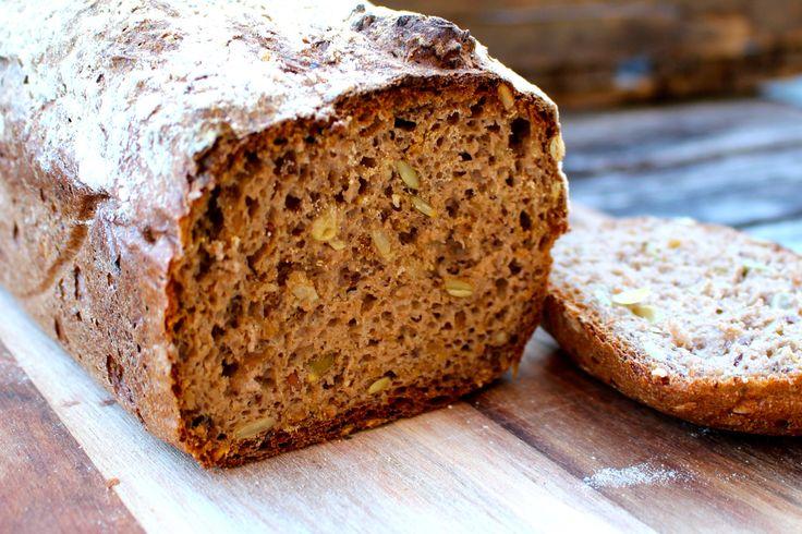 Ja, receptet har fått en ny bild :) Det här brödet är det godaste glutenfria bröd jag någonsin lyckats med! Det är saftigt, smakrikt, nyttigt och håller ihop superbra. Det går inte att uttyd…