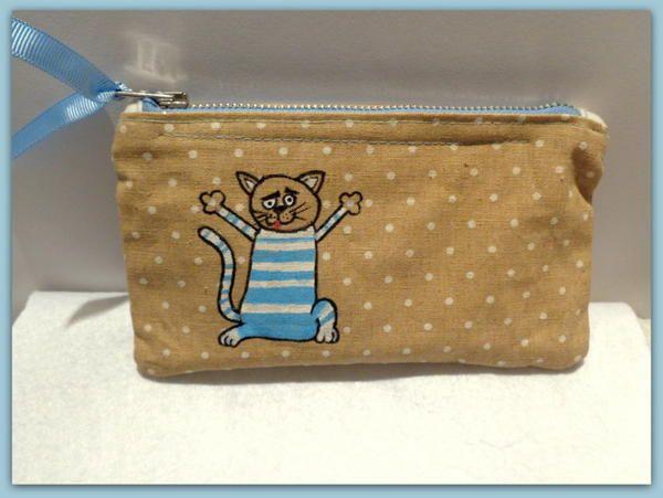 El boyaması kedili fermuarlı çanta