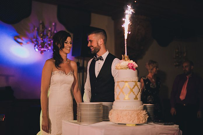 Lovely couple, lovely wedding cake... created by Enchantée